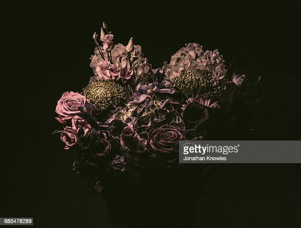 elegant flower bouquet, moody lighting - death photos stock pictures, royalty-free photos & images