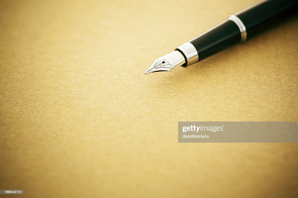 Elegant fountain pen on old empty paper : Stock Photo