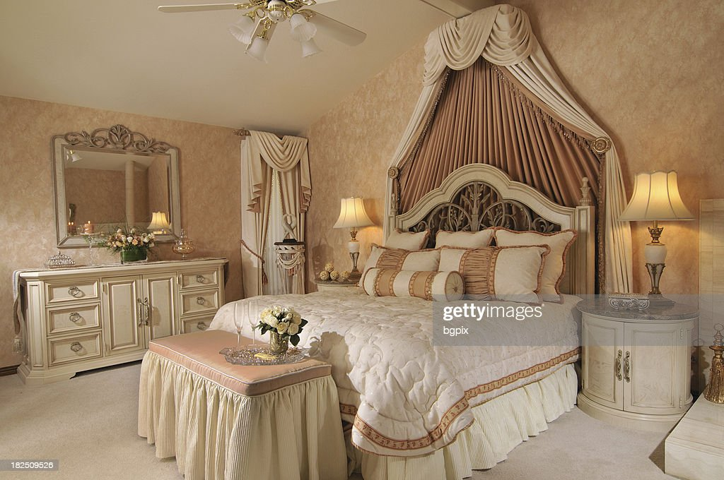 Eleganter Franzosischer Stil Schlafzimmer Stock Foto Getty Images