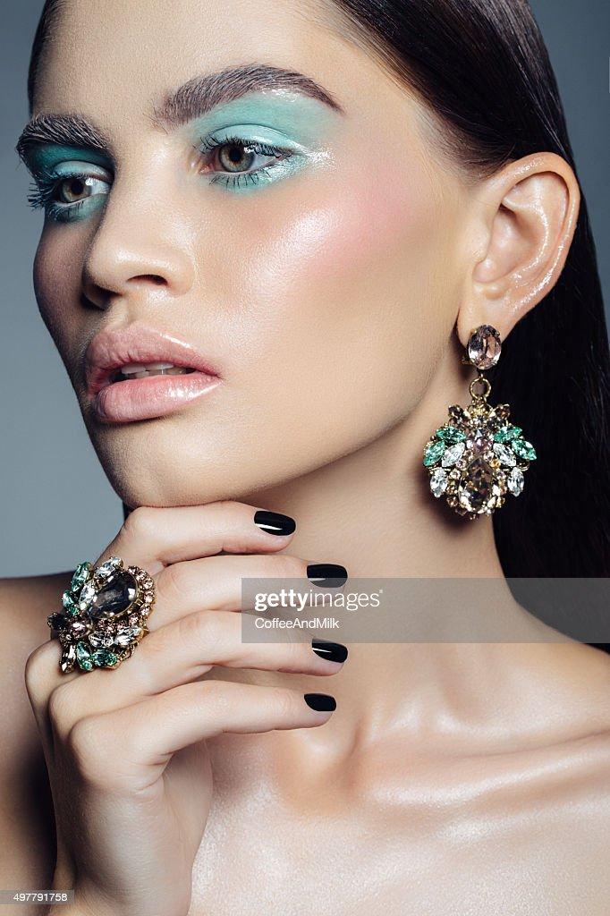 Elegant girl advertising jewelry : Stock Photo