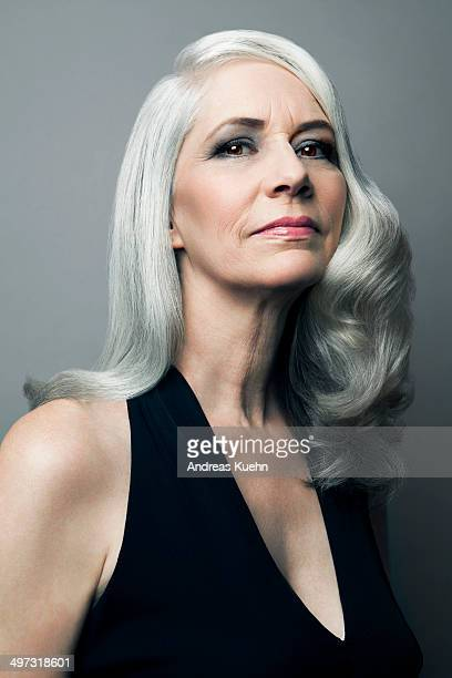 elegant grey haired lady in black dress, portrait. - avondjurk stockfoto's en -beelden