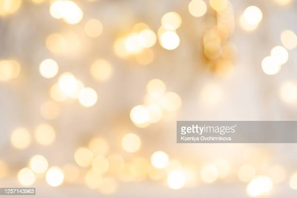 elegant grunge silver, gold, pink christmas light bokeh & vintage crystal instagram background texture - weihnachten hintergrund stock-fotos und bilder