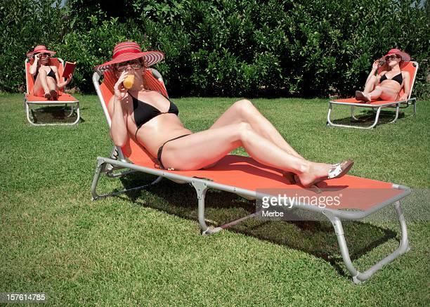 elegante de férias - cadeira recostável - fotografias e filmes do acervo