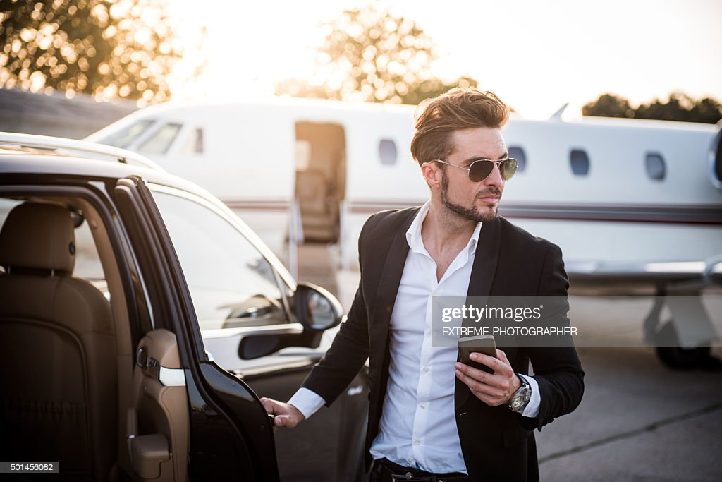 Elegant man at the airport changing mode of transport : Stock Photo