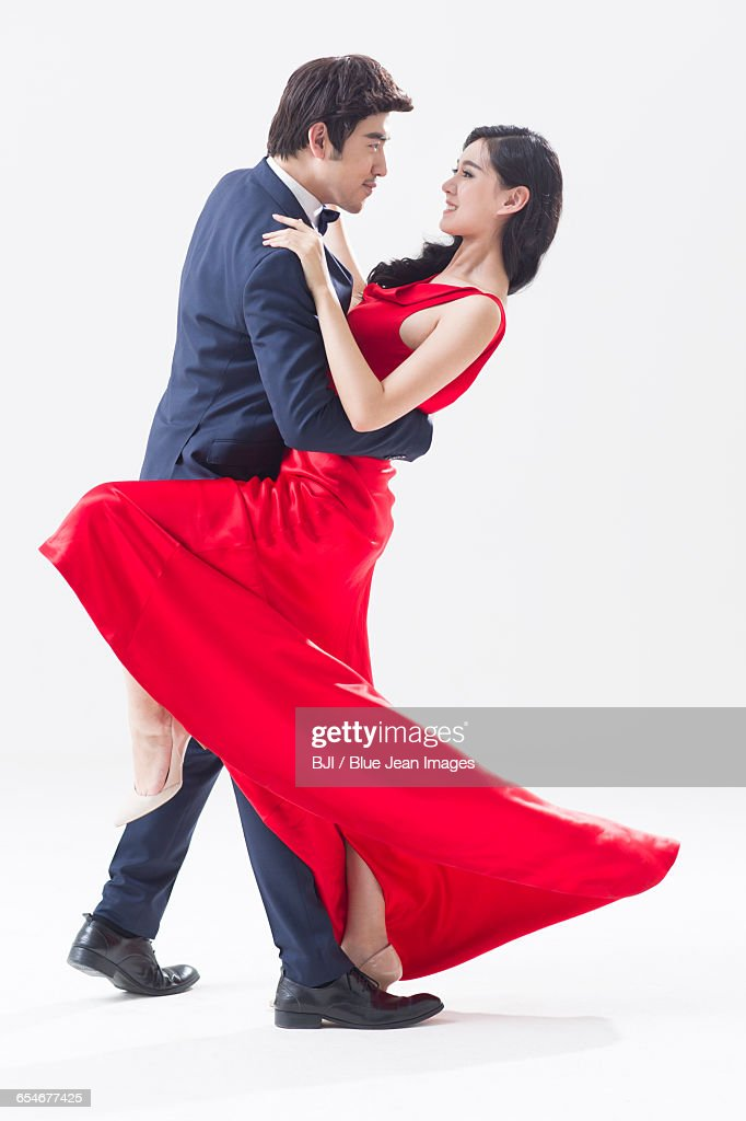 Elegant Young Chinese Couple Dancing Foto De Stock Getty Images