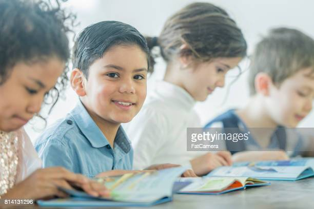 elementary age children reading together - kids reading in classroom stock pictures, royalty-free photos & images