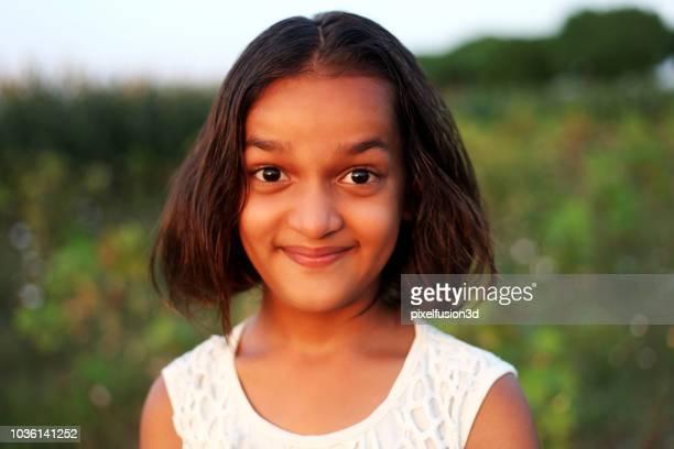 elementaire leeftijd meisje portret - 6 7 jaar stockfoto's en -beelden