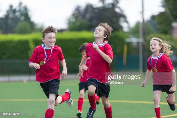 gioco di calcio in età elementare - fat soccer players foto e immagini stock