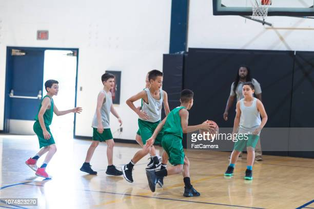 elementary boys basketball scrimmage - sports training camp stock pictures, royalty-free photos & images