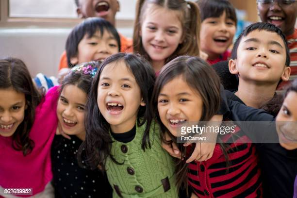 elementary classroom - primary age child stock pictures, royalty-free photos & images