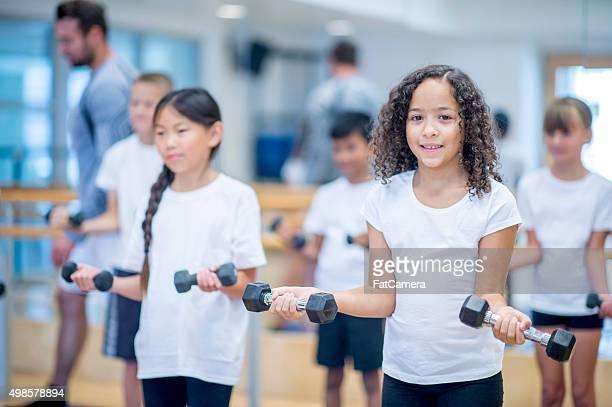 Elemental estudiantes Levantamiento de pesas