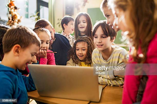 Elementary students using computer.