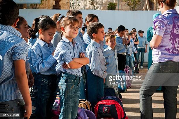 palestinian school kids - palestijnse gebieden stockfoto's en -beelden