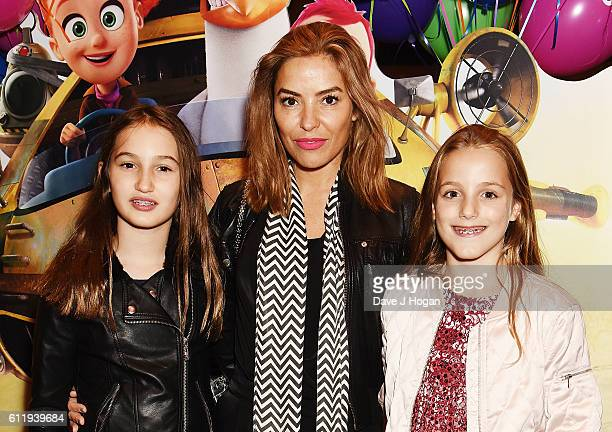 Elen Rivas with daughters Isla and Luna attends a multimedia screening of Storks at Cineworld Leicester Square on October 2 2016 in London England