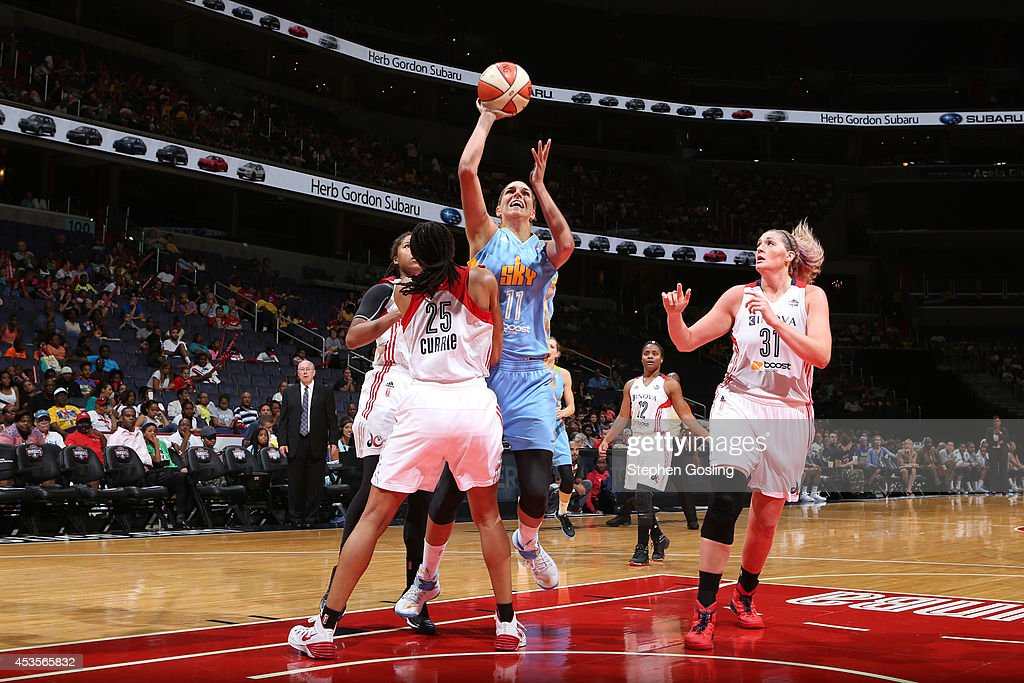 Elena Delle Donne #11 of the Chicago Sky shoots against Monique Currie #25 of the Washington Mystics at the Verizon Center on August 13, 2014 in Washington, DC.