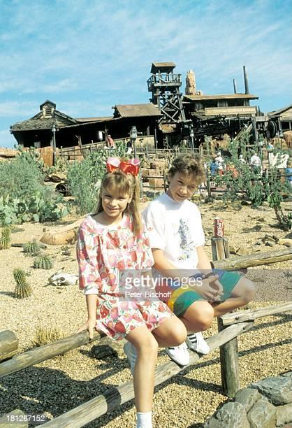 Elena Fiegel Sascha Kolonko Dreharbeiten zur ZDFReihe Traumschiff Folge 18 Florida Dreh im Freizeitpark Disneyworld Vergnügungspark...