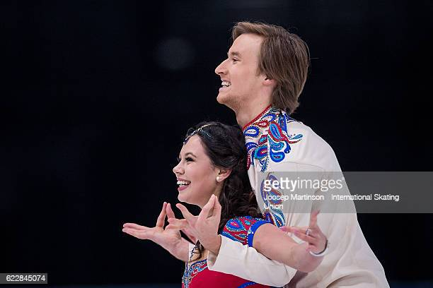 Elena Ilinykh and Ruslan Zhiganshin of Russia compete during Ice Dance Free Dance on day two of the Trophee de France ISU Grand Prix of Figure...