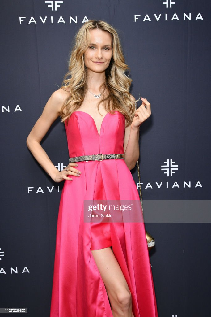 Faviana's Annual Oscars Red Carpet Viewing Party : News Photo