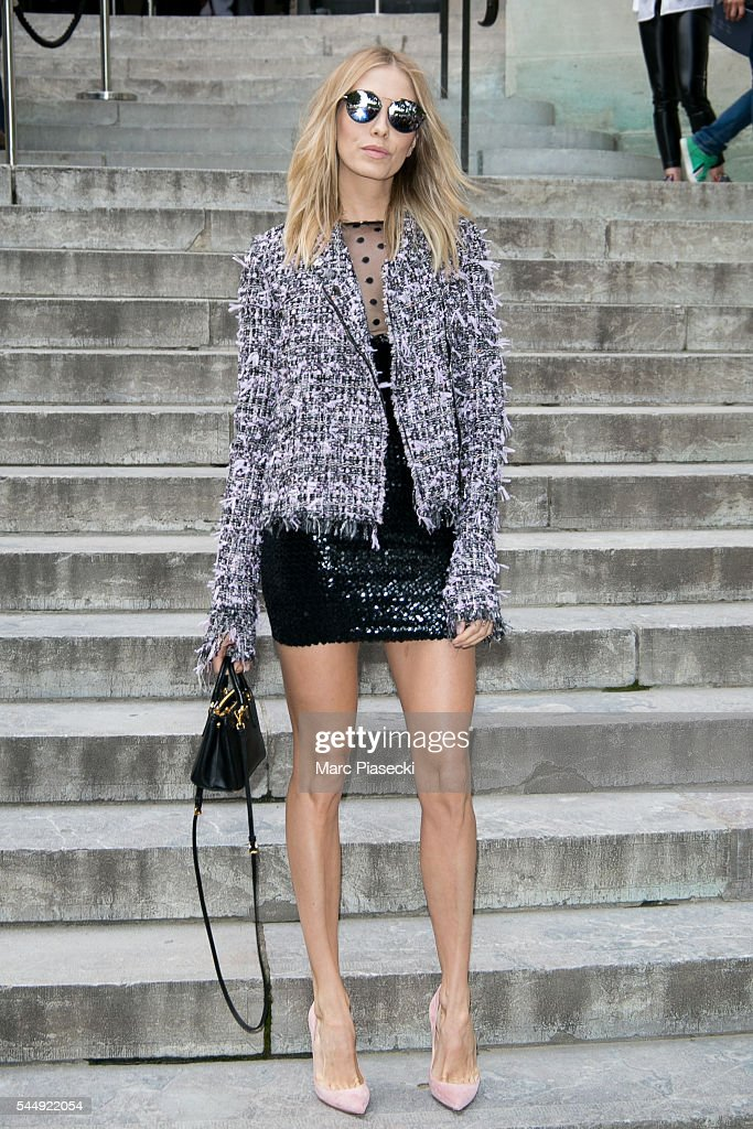 Giambattista Valli : Outside Arrivals - Paris Fashion Week - Haute Couture Fall/Winter 2016-2017 : News Photo