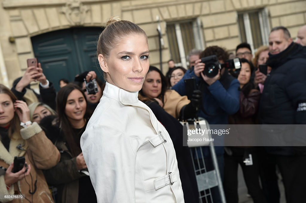 Celebrity Sightings : Day Two - Paris Fashion Week- Haute Couture Spring Summer 2017 : News Photo