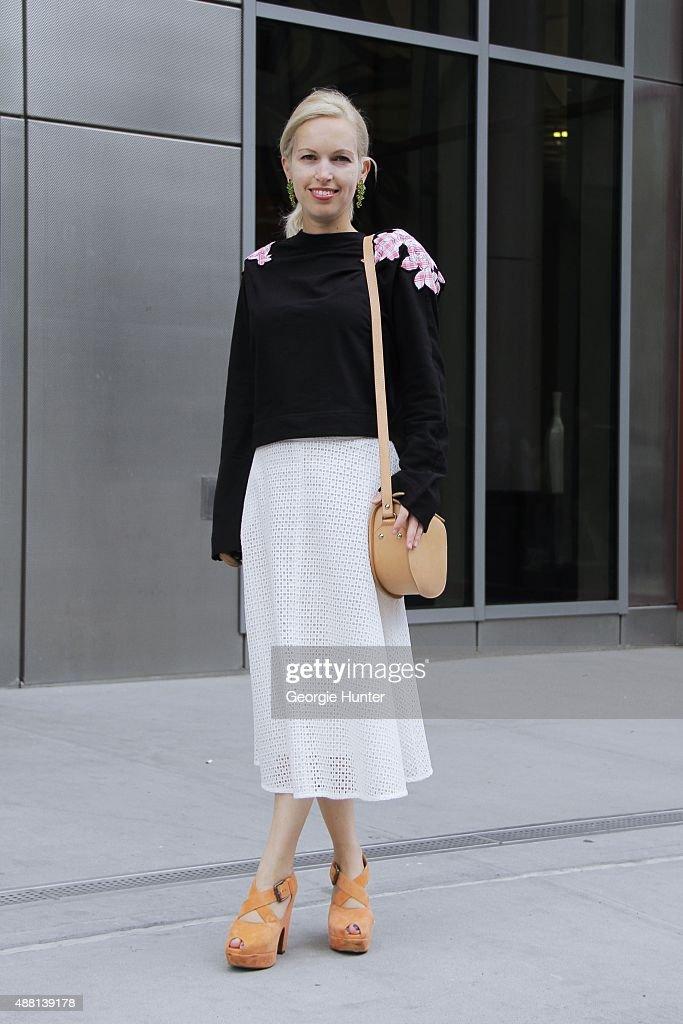 Street Style - Spring 2016 New York Fashion Week : Nachrichtenfoto