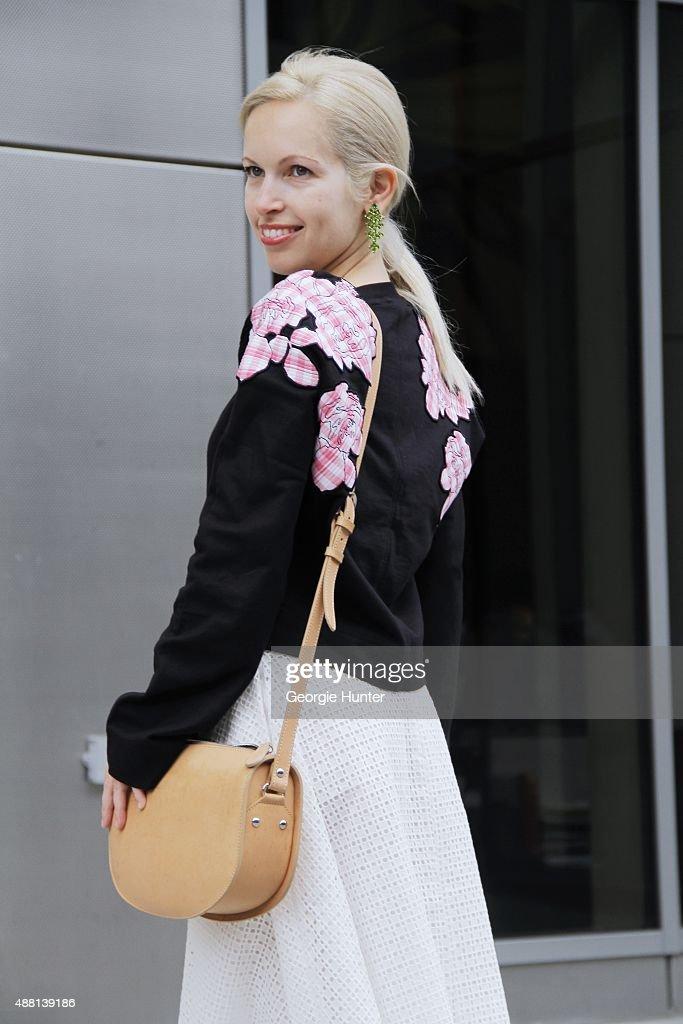 Street Style - Spring 2016 New York Fashion Week : News Photo