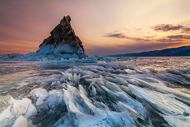 elenka island at sunset, lake baikal - 俄羅斯 個照片及圖片檔