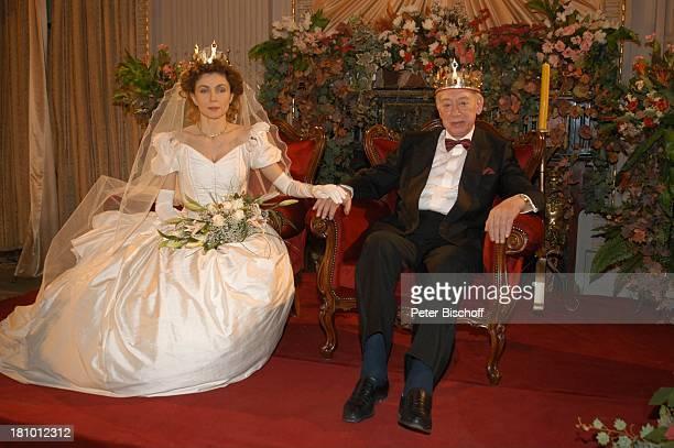 Eleonora Brigliadori Horst Tappert ZDFFilm Herz ohne Krone Bukarest/ Rumänien Hochzeitskleid Hochzeit Heirat Braut Brautkleid Brautstrauß Bräutigam...