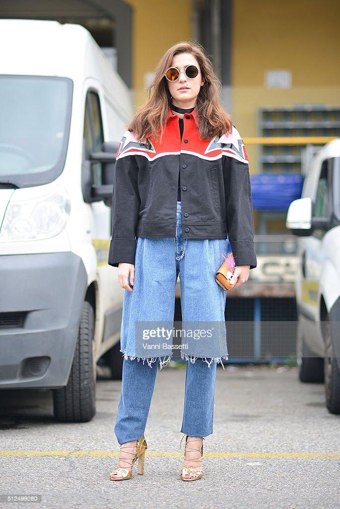 Street Style: February 26 - Milan Fashion Week Fall/Winter 2016/17 : News Photo