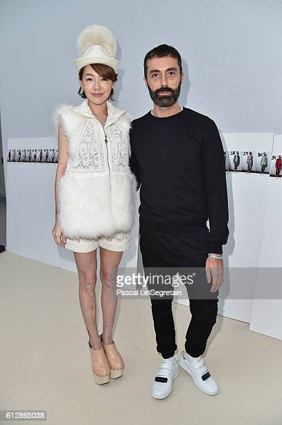 Elephant Dee and Giambattista Valli attend the Moncler Gamme Rouge show as part of the Paris Fashion Week Womenswear Spring/Summer 2017 on October 5...