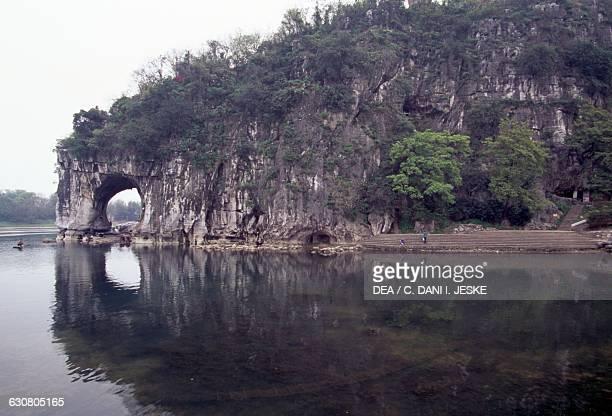 Elephant Trunk hill Xiangbi shan on the banks of the Li river Lijiangi Guilin Guangxi Zhuangzu Zizhiqu China