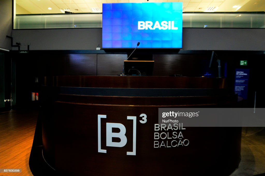 Eletrobras shares rose on 22 August 2017 in Sao Paulo, Brazil, after the news that the government will privatize Eletrobrás. Shares of the state company are up more than 35% at the end of the morning. The sale of Petrobras can generate a collection of up to R $ 20 billion for the Union. With the advance, the main index of B3 (former BM & FBovespa, the Brazilian stock exchange) surpassed the level of 70 thousand points. At 12 a.m., the main index of the SP stock market rose 2.3%, to 70,213 points. It is the first time since 2011 that the Ibovespa marks more than 70 thousand points during the trading session (intraday). Good humor abroad, with stock markets booming in New York and Europe, reinforces the positive domestic environment. The share of Eletrobras that will go on sale has not been revealed, but the privatization will use a model similar to that adopted in companies such as Vale and Embraer, in which the government maintains the right to veto strategic decisions of the company. According to the Minister of Mines and Energy, Fernando Coelho Filho, the process will be conducted through the issuance of new shares, diluting the share of the Union.