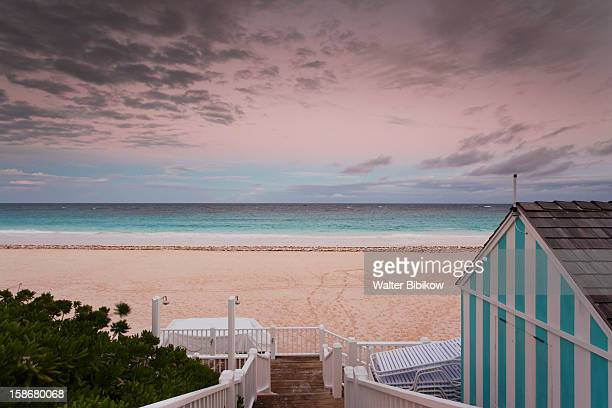 eleuthera island, harbour island, pink sands beach - harbor island bahamas stock photos and pictures