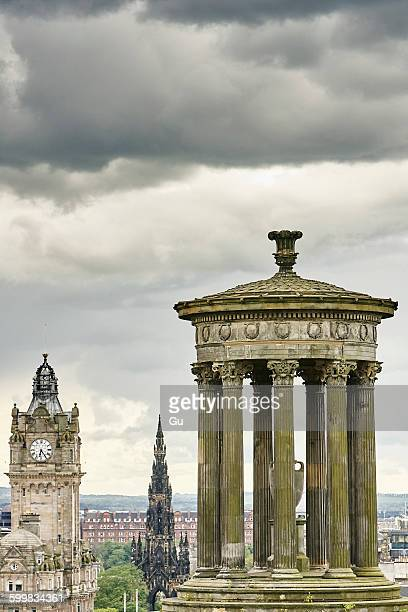elevated cityscape with dugald stewart monument and scotts monument, edinburgh, scotland, uk - カールトンヒル ストックフォトと画像