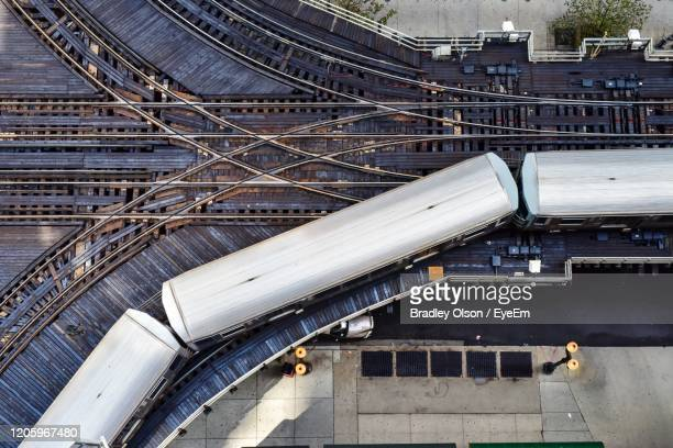 elevated commuter train tracks - railings stock pictures, royalty-free photos & images