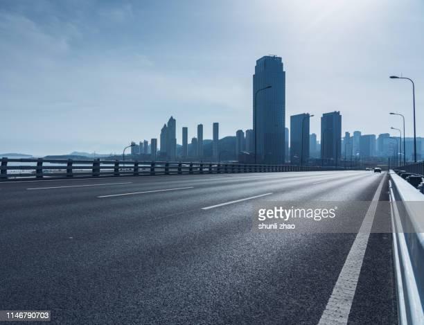 elevated highway - 境界線 ストックフォトと画像
