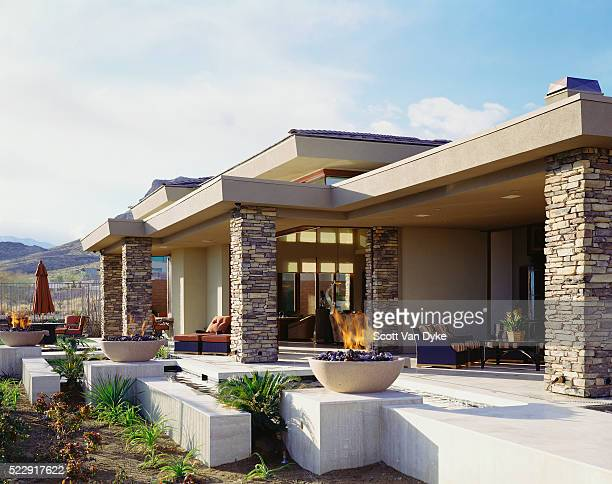 elevated patio behind contemporary home in desert - 石造りの家 ストックフォトと画像