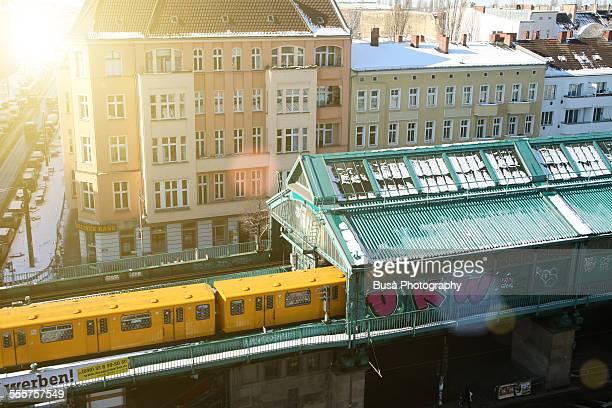 elevated railway in prenzlauerberg, berlin - east berlin stock pictures, royalty-free photos & images
