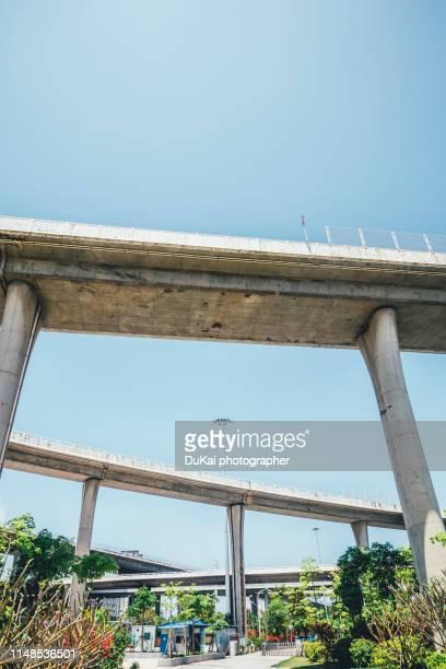 elevated road - 歩道橋 ストックフォトと画像