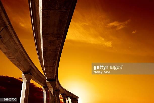 XXL aumento roadway al atardecer