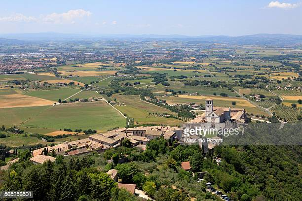 elevated view of basilica of st francis of assisi - massimo pizzotti foto e immagini stock