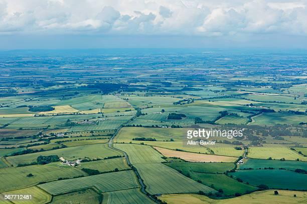 elevated view of buckinghamshire and farmland - バッキンガムシャー ストックフォトと画像
