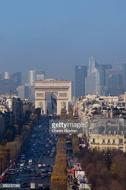 elevated view of champs elysees, arc de triomphe and la defense, paris, france, europe - veículo terrestre pessoal - fotografias e filmes do acervo