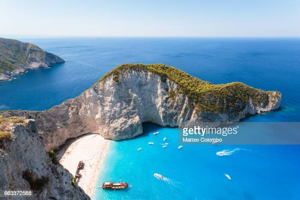 elevated view of famous shipwreck beach. zakynthos, greek islands, greece - islas griegas fotografías e imágenes de stock