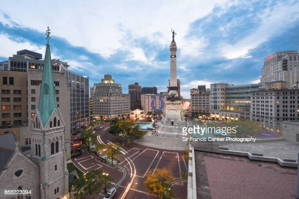 elevated view of indiana state's soldiers and sailors monument on monument circle, indiana, usa - indiana stock-fotos und bilder