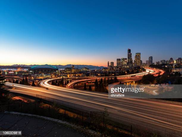 elevated view of interstate 5 and seattle downtown skyline - vehicle light stock pictures, royalty-free photos & images