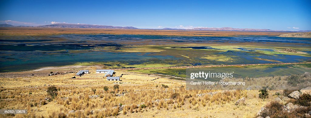 elevated view of Lake Titicaca, Peru, South America : Foto de stock