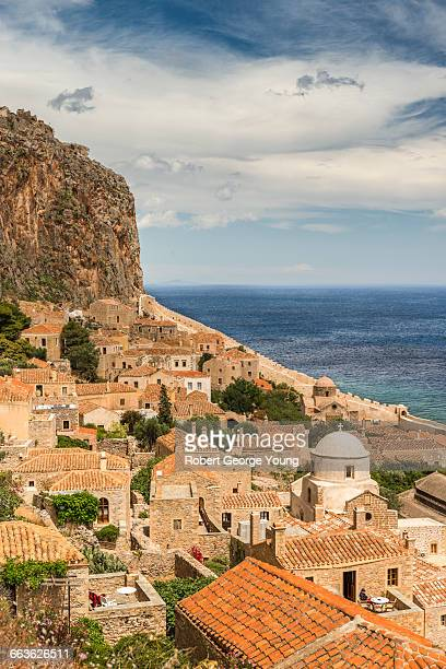 elevated view of monemvasia, castle & domed church - lacônia grécia - fotografias e filmes do acervo