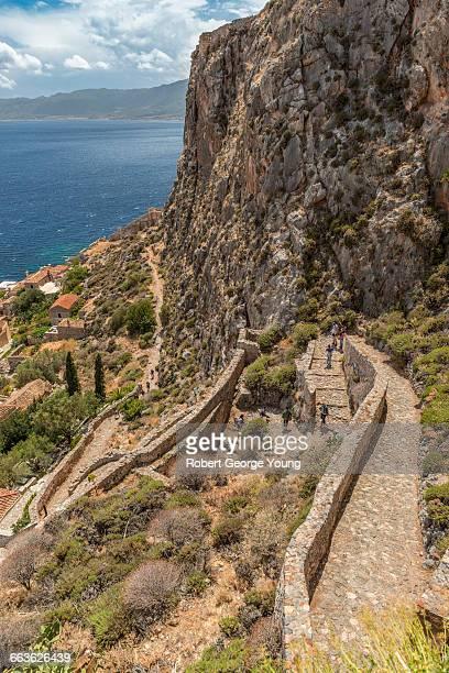 elevated view of monemvasia & path to castle - monemvasia - fotografias e filmes do acervo