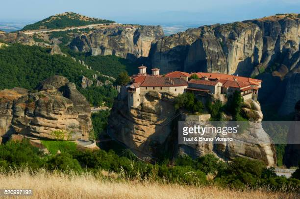 elevated view of roussanou monastery, meteora, thessaly, greece - thessaly stock pictures, royalty-free photos & images
